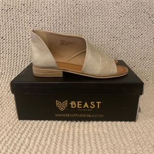Beast Fashion Lotus Sand Flat Open Toe Sandals